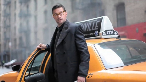 Richard Armitage New York glamour December 2012 glasses taxi