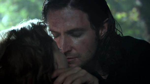 john-and-maggie-kiss-20302