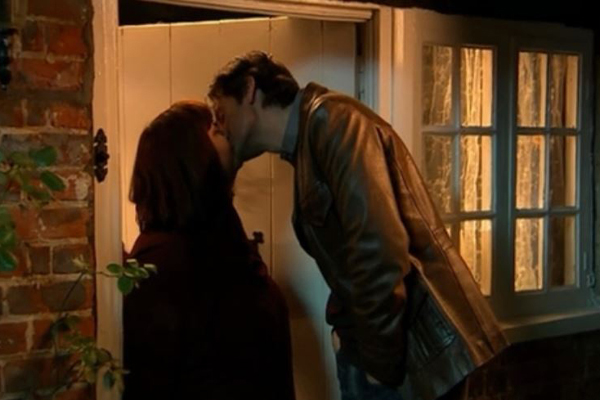 vicar-kiss-richard-armitage-harry
